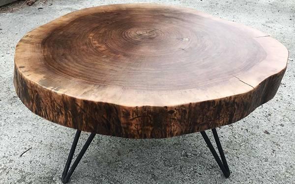میز زیبا با چوب گردو